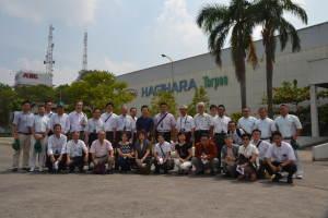 萩原工業のインドネシア子会社を視察した同友会メンバー